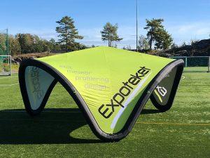 Curved-telt-oppblåsbart-idrettsarrangement