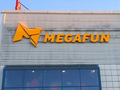 8.Megafun-lysskilt-385x290px